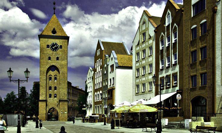 Apartamenty usytuowane są w północnej części Starego Miasta przy ul.Sukienniczej w Elblągu. Korzystne usytuowanie kamienicy pozwala na wypoczynek w ciszy i spokoju. http://www.elblagnoclegi.pl