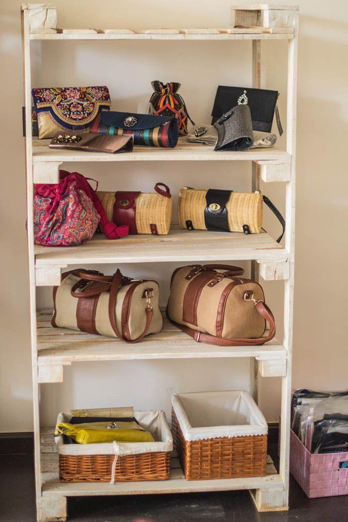 Muebles de palets y como decoramos una tienda ef mera for Idea de muebles quedarse