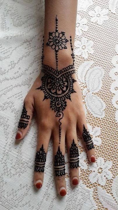 Henna design... Simply must get your nails done just to show off its beauty✨