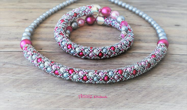 Netted  necklace and bracelet