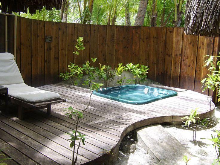 Oltre 25 fantastiche idee su patio vasca idromassaggio su - Box bagno esterno ...