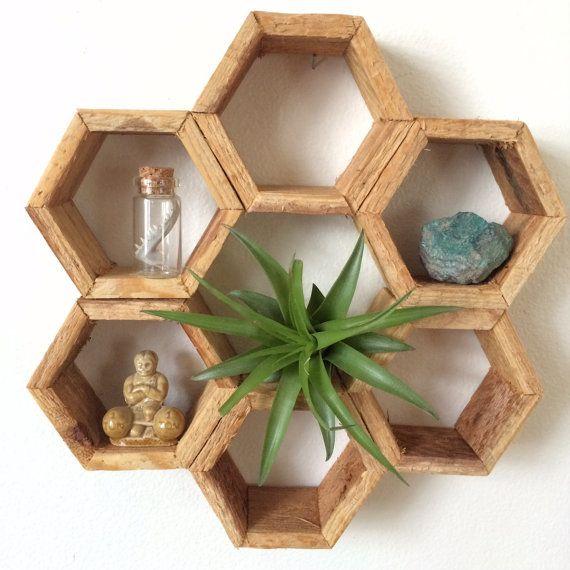 les 25 meilleures id es de la cat gorie rayonnages en nid d 39 abeilles sur pinterest room decor. Black Bedroom Furniture Sets. Home Design Ideas