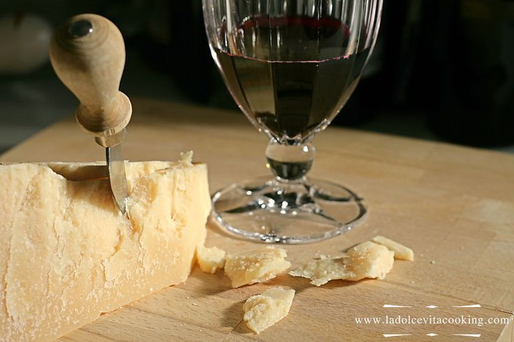 Parmigiano Reggiano and Grana Padano (also known as Parmesan cheese(s)) are two famous Italian cheeses made from raw cow's milk. If you wish you may take a look here to better understand what we are talking about. Let's go!