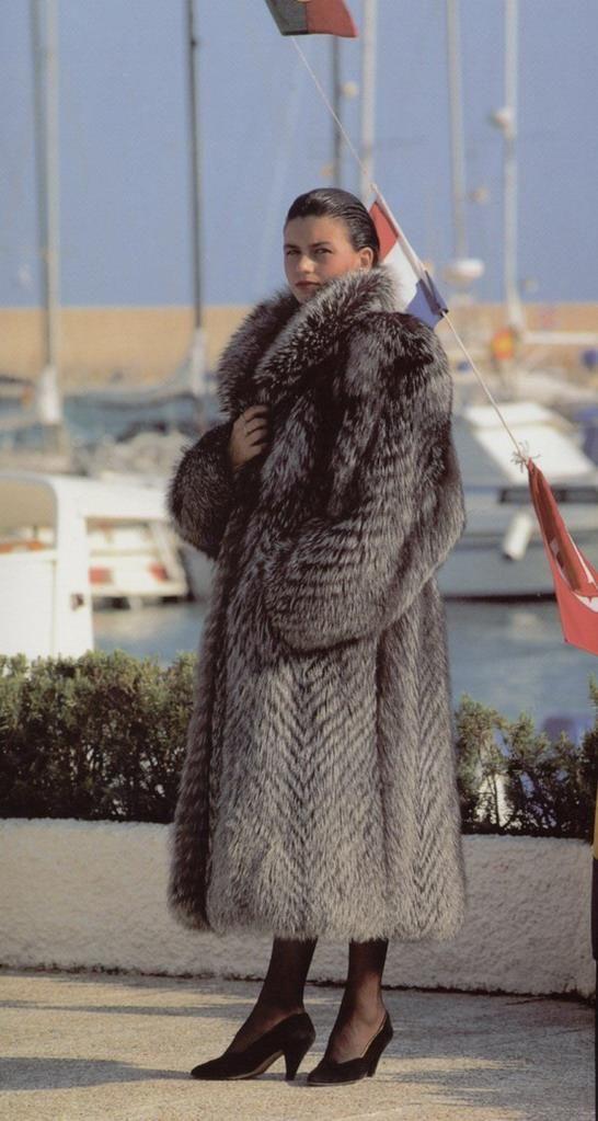 silver fox fur coatFur Coats, Fox Fur, Beautiful Foxes, Silver Foxes, Fav Fur, Fur Decadent, Indigo Foxes, Foxes Fur, Coats Fashion