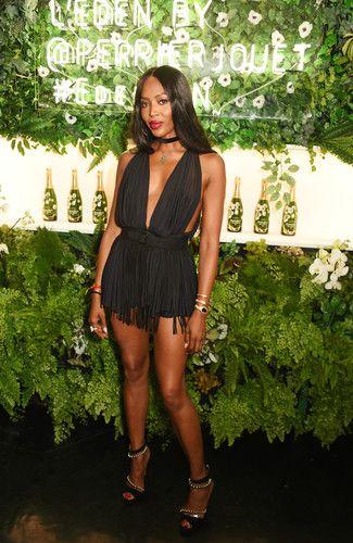 Не каждая 46-летняя звезда может позволить себе появиться на публике в мини-платье. Наоми Кэмпбелл к таким точно не относится. Мы были покорены ее образом на вечеринке в Лондоне.