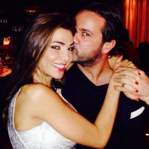 #CeciliaCapriotti rinuncia all' #IsoladeiFamosi e annuncia di aspettare un bambino dal fidanzato Gianluca Mobilia: seguirà il reality da casa aspettando la cicogna.