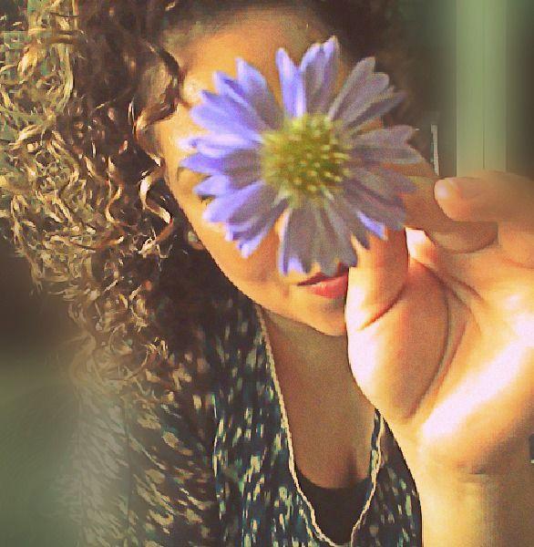 En el fondo no estamos tratando de cambiar las cosas, estamos queriendo Florecer . . .
