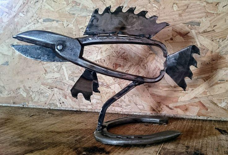 Recyclage de pince, scie circulaire et fer à cheval