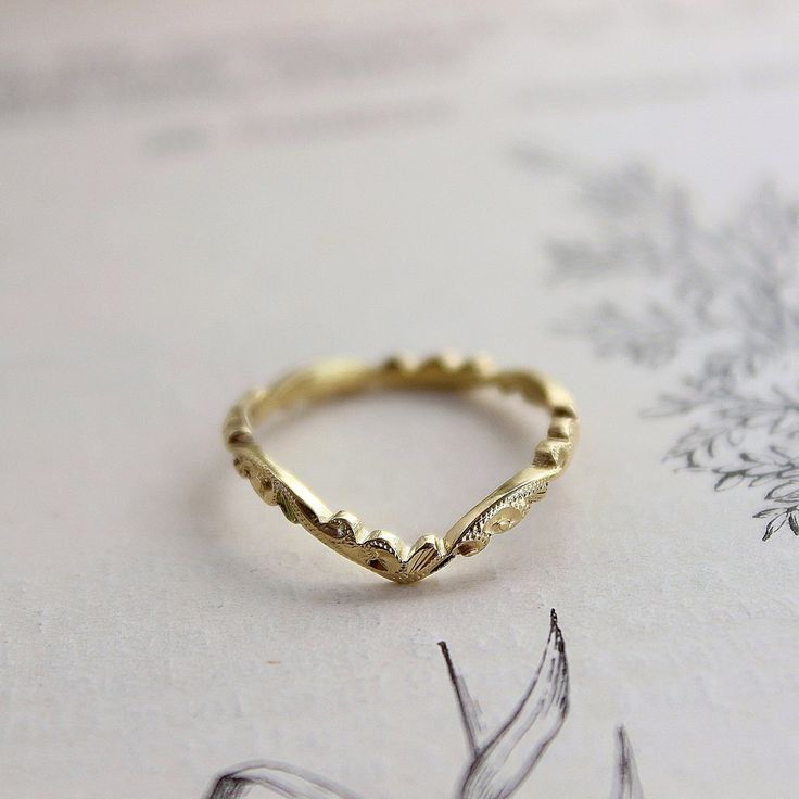 18ct gold 2mm floral carved wishbone ring wedding