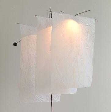 lampe de table design en papier KAZE PM BLANC by Celine Wright CÉLINE WRIGHT