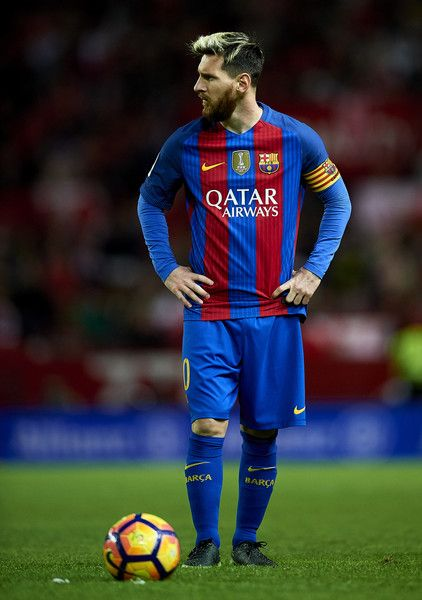 Lionel Messi of FC Barcelona looks on during the match between Sevilla FC vs FC Barcelona as part of La Liga at Ramon Sanchez Pizjuan Stadium on November 6, 2016 in Seville, Spain.