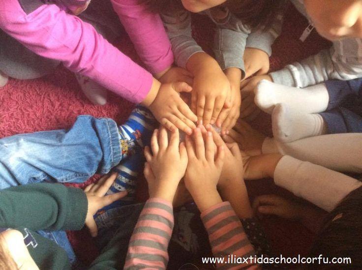 Στον κύκλο όλοι χωράμε. In a circle there is room for everyone.