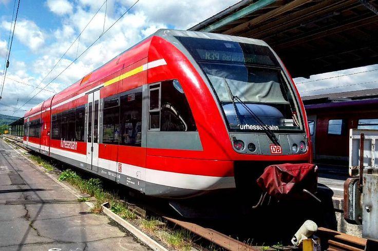 Auch hier fahren Stadler GTW: R39 nach Bad Wildungen im Kasseler Hbf 2016 Mai 15 #kassel #kasselhbf #br646 #r39 #db #deutschebahn #dbkurhessenbahn #kurhessenbahn #train #eisenbahn #eisenbahnfotografie #railways_of_our_world #train_explorer #railways_de #eisenbahnbilder #eisenbahnherz #train_nerds #trainspotter #trainspotting