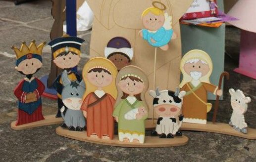 Country madera painting nativity precious moments