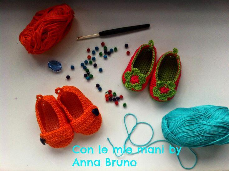 le mie scarpine           adoro fare le scarpine per i bambini, e mi piace un sacco condividere con voi le spiegazioni per farle.   I...