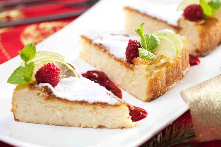 Limetkowy sernik z aksamitnym sosem malinowo-żurawinowym #smacznastrona #przepisytesco #sernik #serniklimetkowy #limetka #maliny #żurawina #sos #sweet