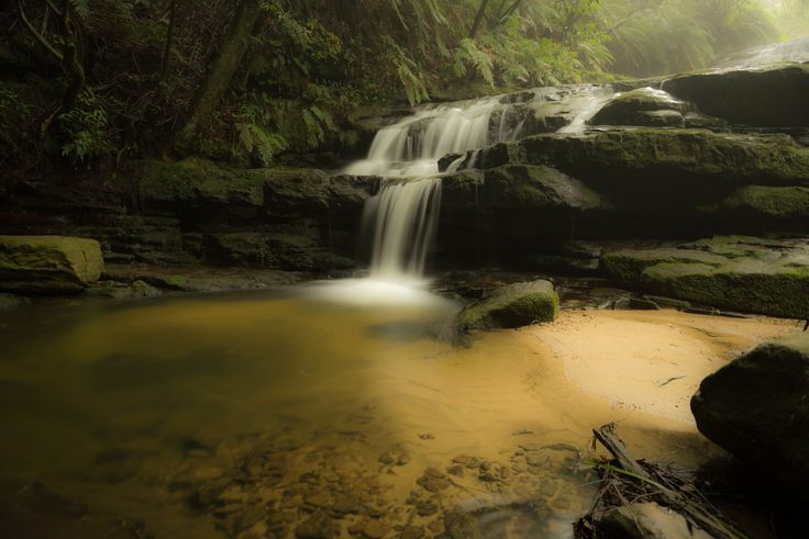 Leura Cascades is a 10min drive from the town centre. Once there, walking to the falls is another 10 to 15mins. Good time to visit is morning to afternoon.