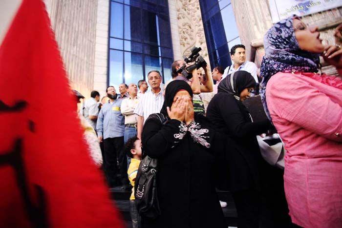 Manga leidt een dorpsvergadering in Minya, Egypte, waar bewoners bijvoorbeeld landeigendom bespreken. Onze Egyptische partners stimuleren vrouwen om maatschappelijk acief te zijn.  Klik voor nog meer rapportages over hoe Oxfam Novib zich inzet voor de positie van vrouwen. Foto: Myriam Abdelaziz/ Oxfam Novib.