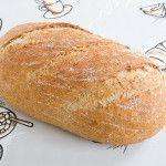Een recept voor een knapperig vloerbrood gemaakt van tarwebloem, volkorenmeel en roggemeel