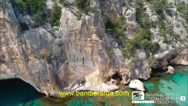 Sardegna In Volo   Supramonte , Cala Sisine , Cala Luna   da vedere  La Sardegna che con i suoi paesaggi selvaggi video http://youtu.be/maCZbLElBdI ns sito  Bandiera Sarda www.bandierasarda.com  è anche su youtube