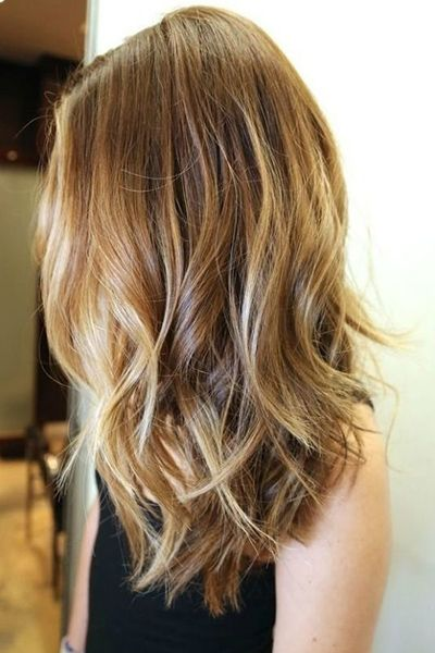 wavy hair with highlights - Subtle layers cut into mid-length hair add body and wave to the ends.  Read more: http://www.dailymakeover.com/trends/hair/fall-haircuts-2014/#ixzz3E0hlYADW