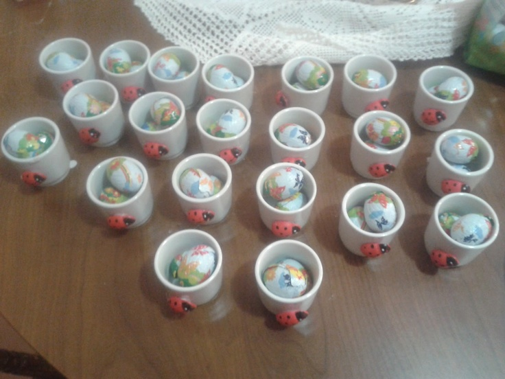 Ladybug eggcups  Portauovo con coccinella.... http://lafatacreativa.blogspot.it/search/label/pasqua?m=0