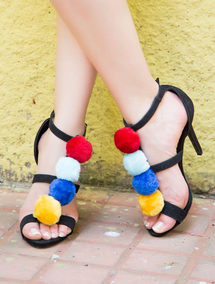 AÇIK BURUN TOPUKLU Soitery Siyah Renkli Pon Ponlu Topuklu Sandalet