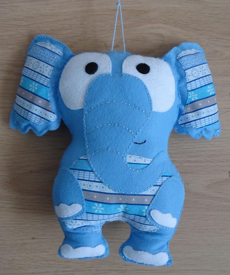 Made by Jolanda van den Hoven - olifant van vilt en stof.