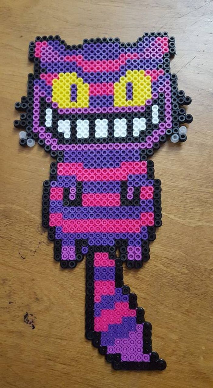 Cheshire Cat perler beads by LadyRaveicorn