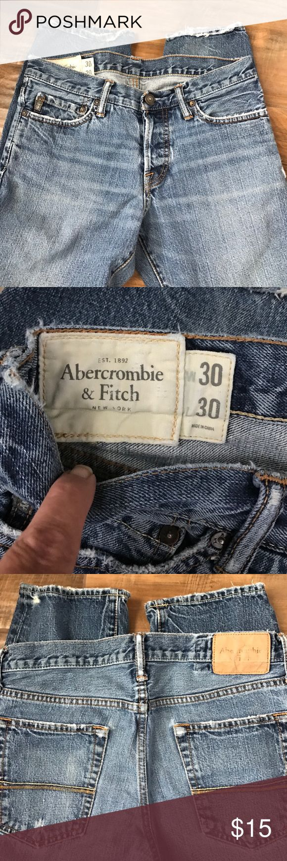 Abercrombie Men's size 30/30 Abercrombie straight leg, relaxed fit. Slightly frayed on the bottoms. Jeans Straight