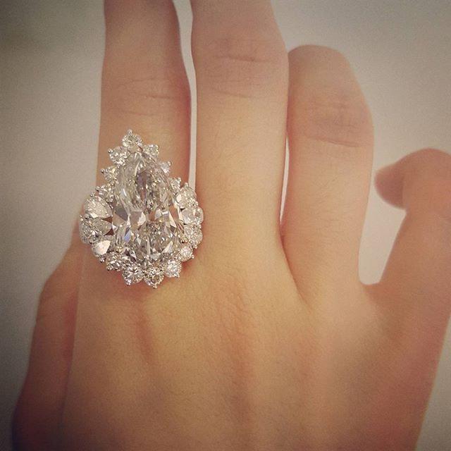 10ct Pear Shape Diamond ring. Simply perfect. . #commedemusee #Inhwa Yu #handmadejewelry #jewelrydesigner