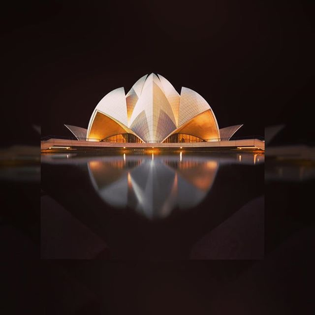 #India 🇮🇳 Templo Lotus. La Casa de adoración Bahá'í en Delhi. #traveltips #traveldiaries #travelbuddy #traveldiary # #travelogue #expat #travellife #journey #travels #travelbug #trip #vagabond #sheisnotlost #beautifuldestinations #lofoten #igworld #earth #travel #travelbird