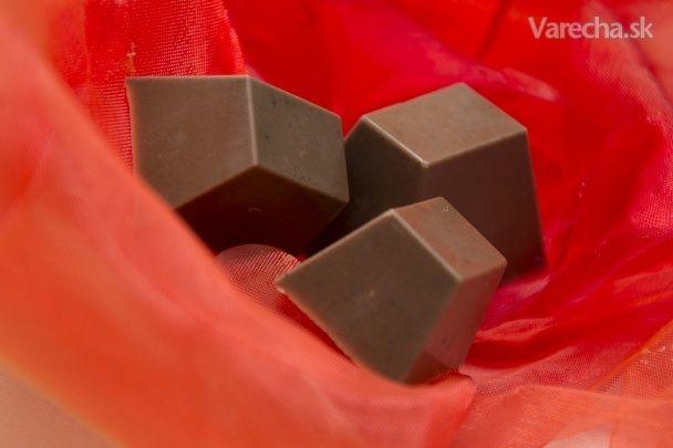 Tento recept som objavila na jednej nemeckej stránke aj s vysvetlením, prečo je tá ľadová čokoláda vlastne v ústach ľadová :). Je fakt výborná!