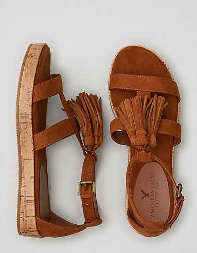 Sandalias planas con flecos AEO , Marrón | American Eagle Outfitters