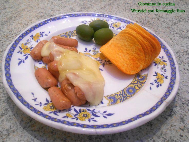 Wurstel con formaggio fuso