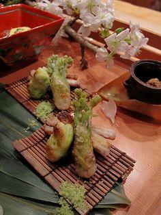 そら豆、独活、たらの芽の天ぷら Tenpura with Japanese spring wild vegetables