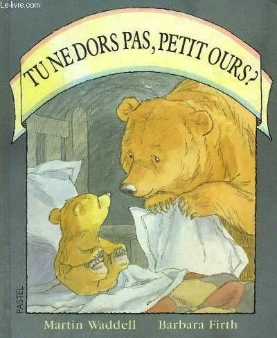 """""""Tu ne dors pas, Petit Ours"""" de Martin Waddel, illustré par Barbara Firth, Ecole des Loisirs. J'adore cette histoire que je n'avais pas lue depuis longtemps. Un petit ours qui n'arrive pas à dormir et un grand ours à l'écoute de ses peurs. """"Toutes les lanternes du monde ne suffiraient pas à éclairer la nuit"""""""