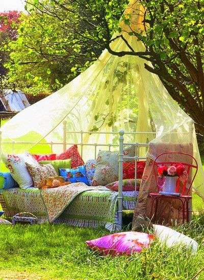 outside: Outdoor Beds, Books, Colors, Reading Nooks, Places, Backyard Retreat, Gardens Parties, Bedrooms Ideas, Canopies