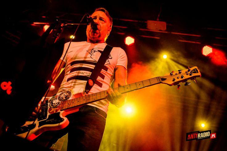 #Antyradio:   Grupa ex-basisty Joy Division i New Order wystąpiła w klubie Stodoła 30 stycznia 2016 roku. Zobacz nasze zdjęcia z tego koncertu.