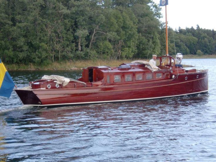 Taifun är en av landets äldsta bevarade motorbåtar, konstruerad av Albert Andersson och byggd 1912. Taifun är k-märkt av Sjöhistoriska museet. Ägaren är...
