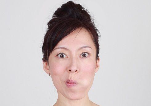 Yoga facciale per contrastare le rughe naso-labiali