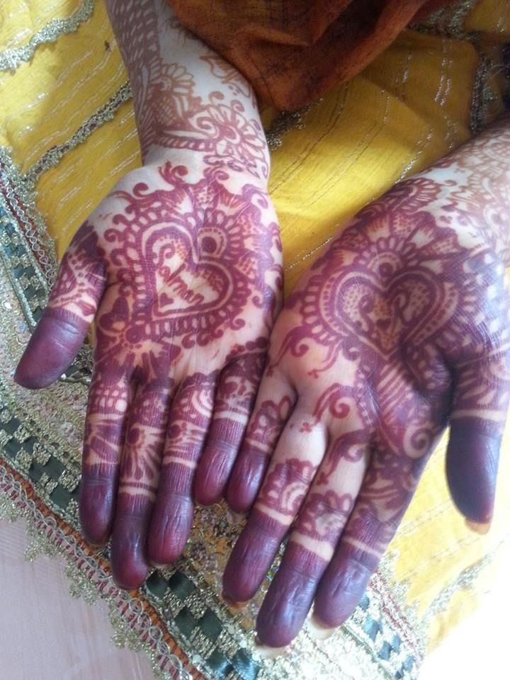 awwww look at that my wedding hena/mehndi hands.....with my hubby's name on it lol