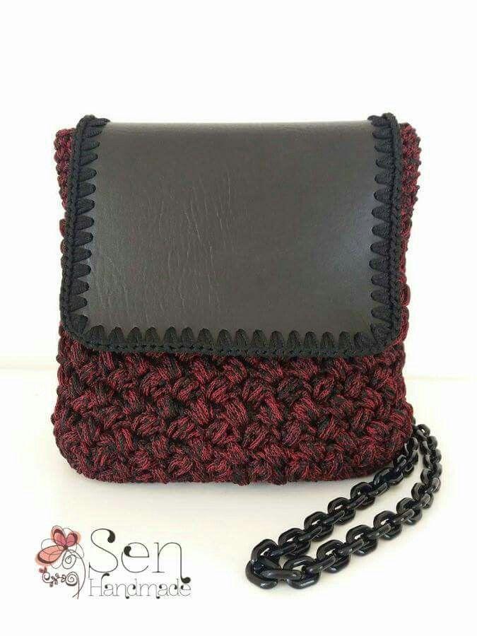 Crochet backpack / shoulder bag in burgundy and black
