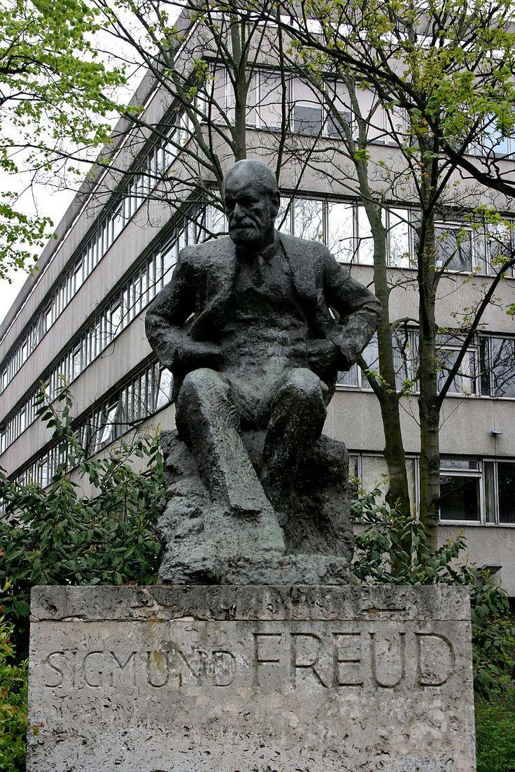Sigmund Freud statue, London 1 - ジークムント・フロイト - Wikipedia