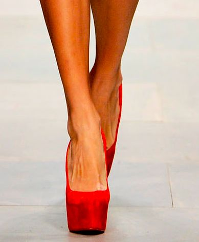 fire engine red... and look at that platform!: Style, Red Shoes, Obsession, Red Heels, Shoes 3, High Heels, Redd Heels, Red Pumps, Bags Shoes