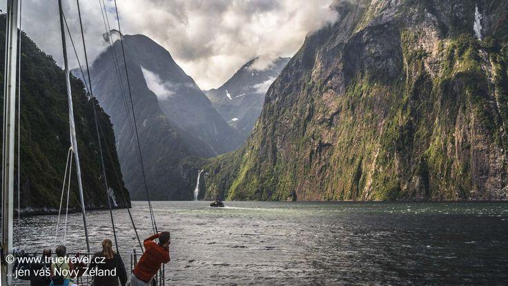 Noční plavba, Milford Sound, Fiordland, Nový Zéland