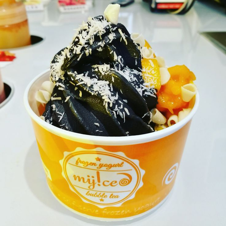 #tastetheeclipse #geladocomcarvao#vegan #myicedeclipse #myiced #blackvanilla #healthyfood #frozenyogurt #iogurtegelado #detox