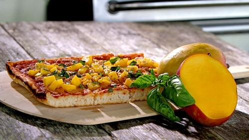 Pizza + mangue, fromage de chèvre et basilic