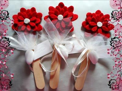 Segnalibro con fiore in feltro http://prezioseraffinatezze.blogspot.it