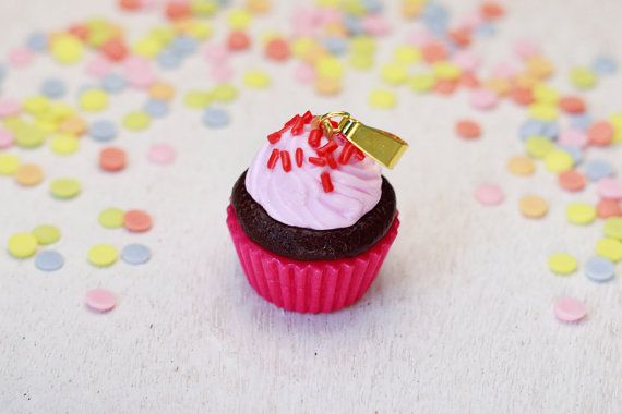 Fimo Kette Cupcake Anhänger Polymer Clay Kawaii Miniature Mini Necklace Schmuck Jewelry Muffin Dessert Candy Glücksbringer Erdbeer rosa rot